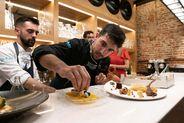 Sant Antoni de Portmany y Grupo Mambo presentan un showcooking para celebrar la primera estrella michelín de Alvaro Sanz conseguida en su restaurante Es Tragon.