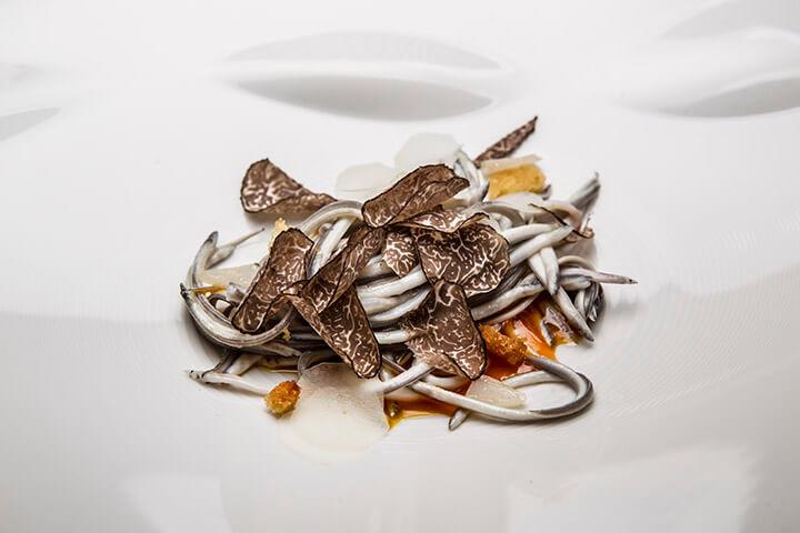 Angulas, huevo y trufa. Restaurante Casa Gerardo. Prendes, Asturias. 1 estrella Michelin