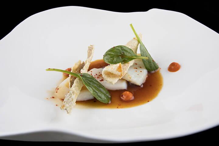 Bacalao con pimientos, restaurante El Retiro. Pancar, Llanes, Asturias. 1 estrella Michelin