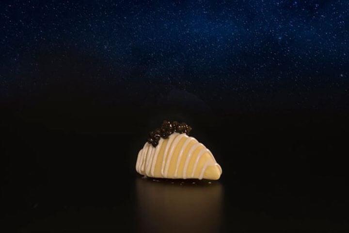 Bombón de anchoa, horchata y caviar. Restaurante Árbore da Veira