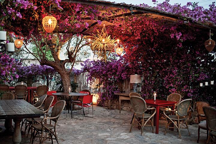PAtio del restaurante Ca Na Joana en Formentera