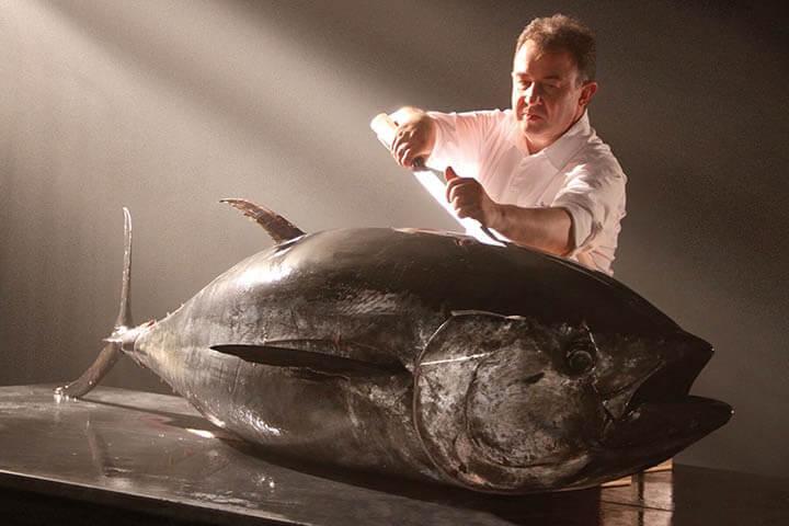 Martín Berasategui cutting bluefin tuna. Balfegó