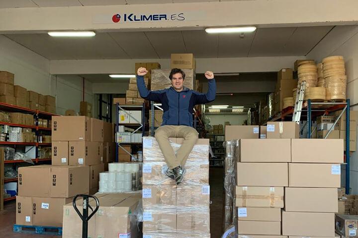David Ramos en el almacén de Klimer
