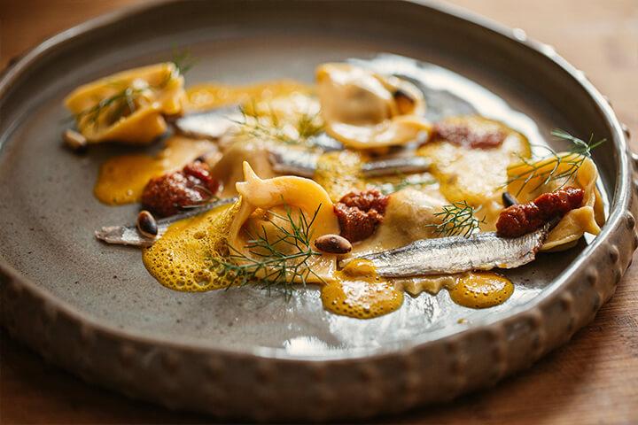 Pasta ch'i sardi. Pasta de sardina y erizos de mar.