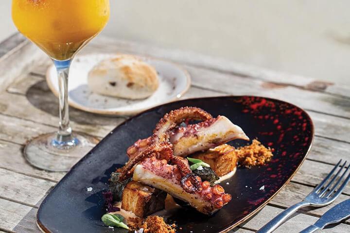 Pulpo a la brasa. Restaurante The Beach Club at Hard Rock Hotel. Sant Josep de Sa Talaia