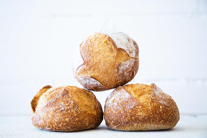 Pan rústico redondo pequeño. Triticum