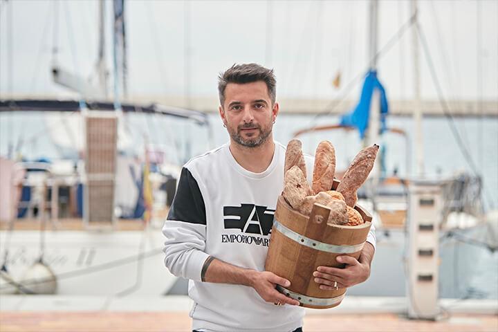 Simone Masuzzo con selección de panes