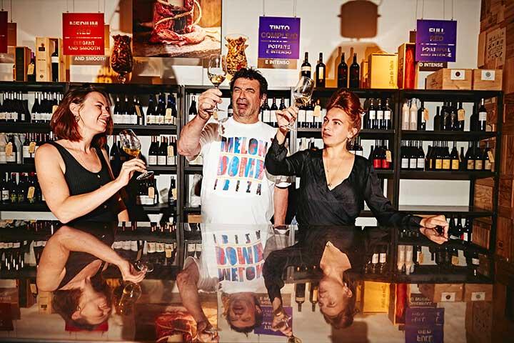 Rosa, Jeroen y Betta. Vino & Co Ibiza