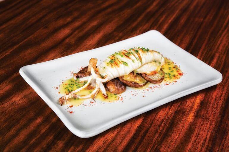 Calamares y shiitakes. Rossio Gastrobar