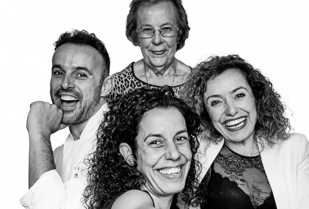 Propietaria:Antonia Cardona, manager: Marilina Bonet, chef ejecutivo: José Miguel Bonet, sous chef: Pepita Bonet. Equipo del restaurante Es Ventall. Ibiza