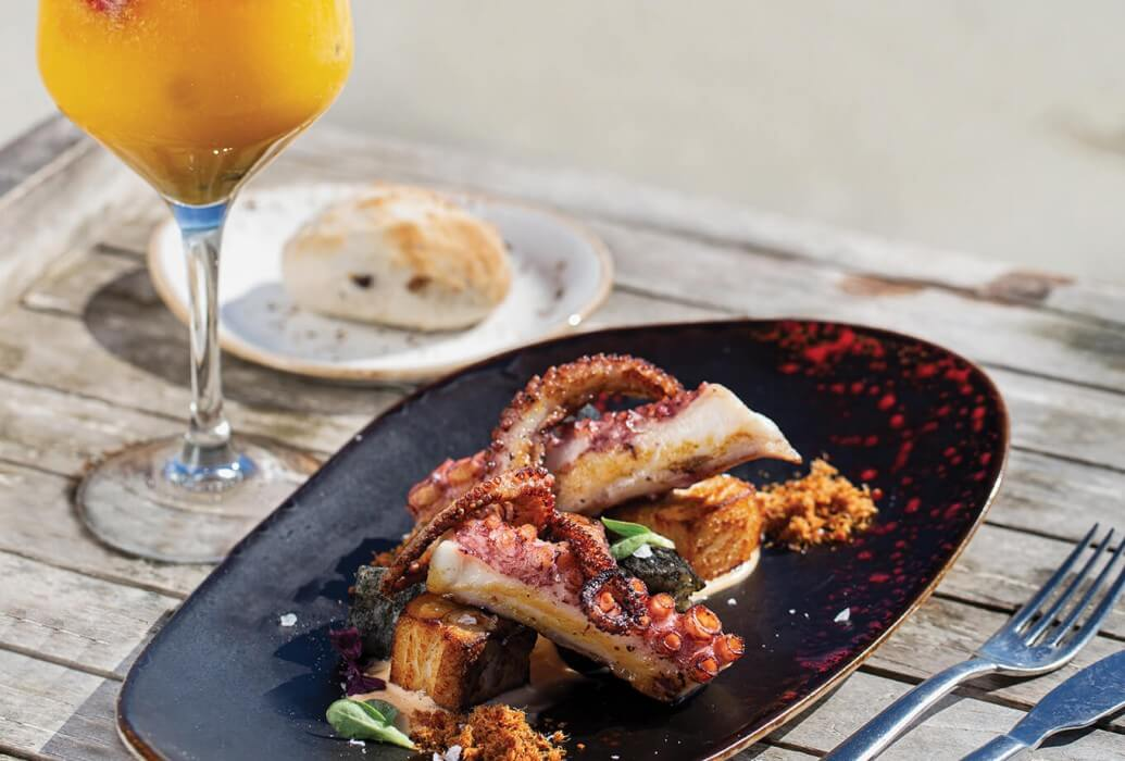 Pulpo a la brasa en el restaurante The Beach at Hard Rock Hotel Ibiza