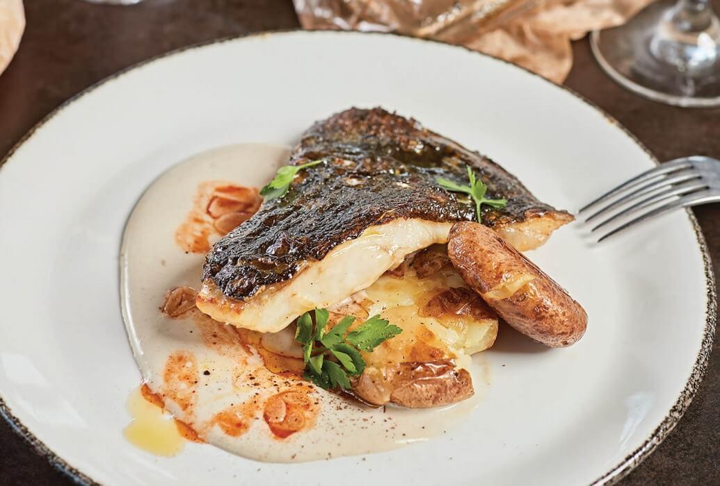 Rodaballo al pil-pil con ajada de kimchi. Restaurante Roto Club Ibiza