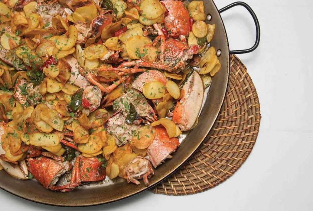 Langosta con huevos y patatas fritas. Restaurante Sol Post, Formentera