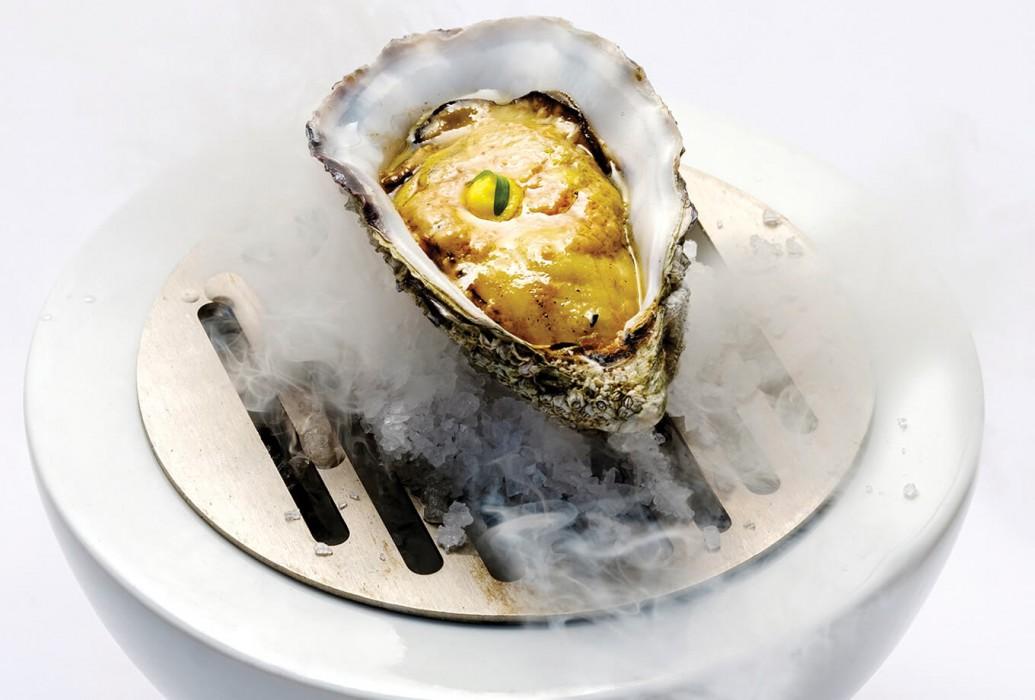 Ostra Gillardeau soasada con foie al carbón. Restaurante Janis. Formentera