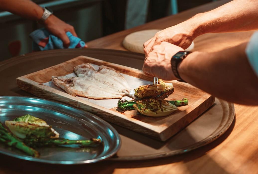Plato de pescado en el restaurante Casa Pacha Formentera