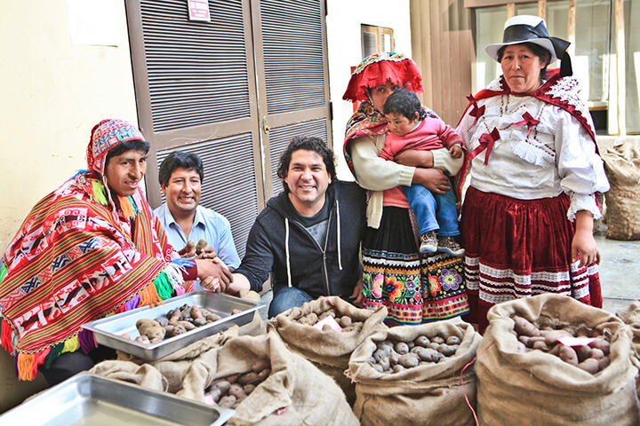 Gastón Acurio with the potato producers. Peru