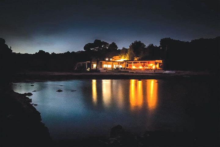 Terraza del Restaurante Cala Bonita en Ibiza
