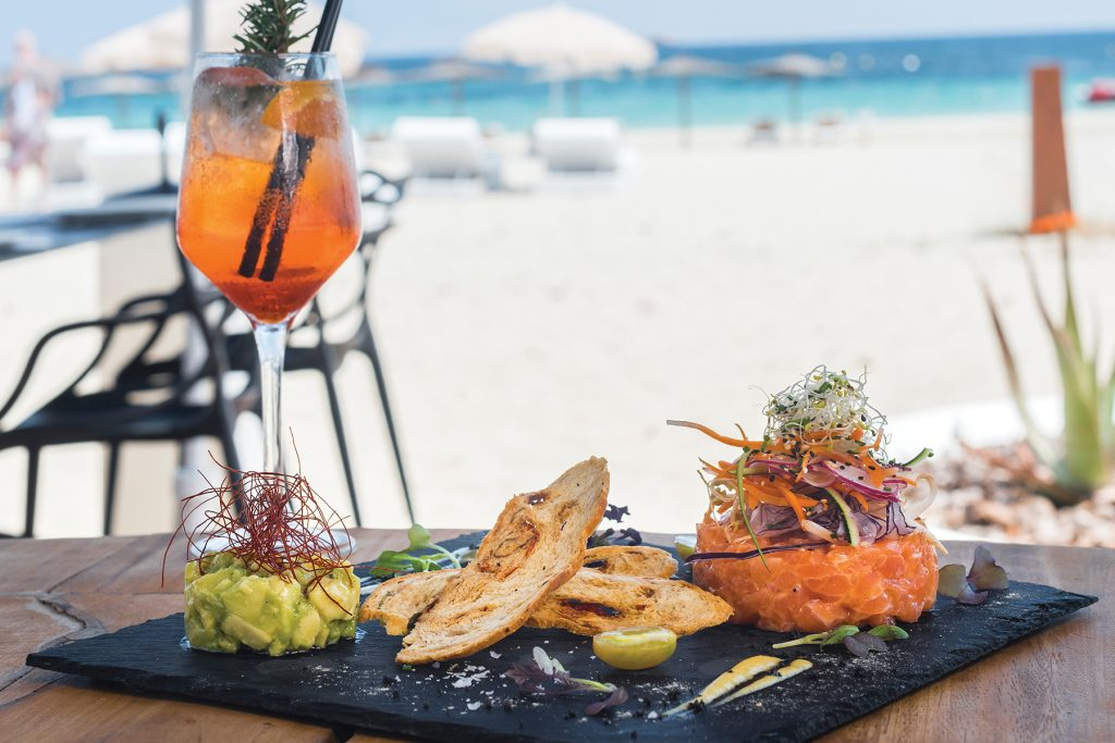 Tartar de salmón y aguacate. Sir Rocco Beach by Ushuaia, Ibiza