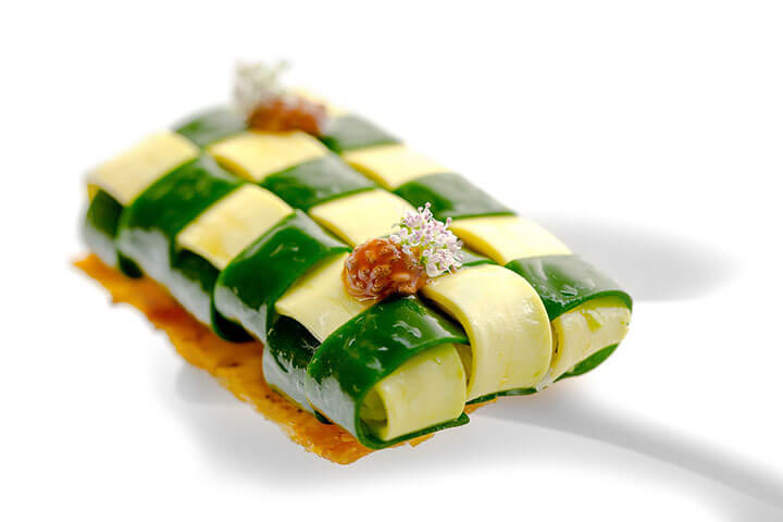 Atadito de cilantro y aguacate con buey de mar. Restaurante Tickets de Albert Adrià