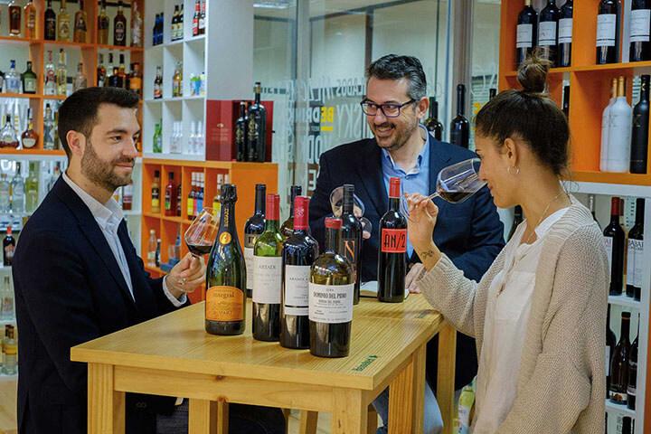 Cata de vinos distribuidos por Bedrinks. Ibiza