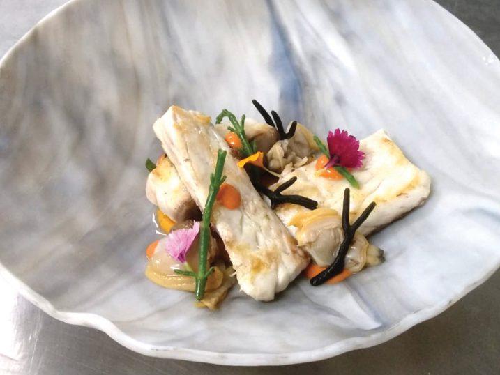 Lubina con almejas. Restaurante Sol Post, Formentera