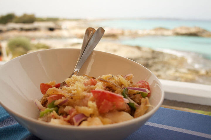 Pagesa salad with dried fish