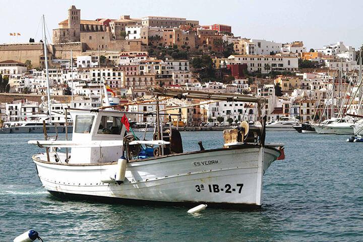 Barco pesquero o llaüt. Ibiza