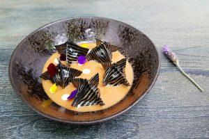 Raviolis cebra con langosta, gambas, stracciatella, tomate confitado y suquet de pescado. El Portalón, Ibiza