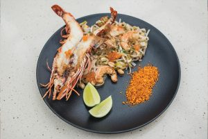 Pad thai de camarão tigre e katsobushi