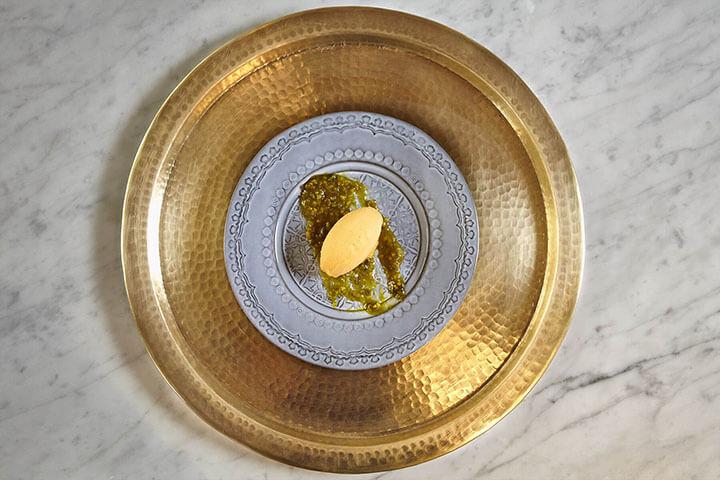 Helado de albaricoque y crema de pistacho. Restaurante Az