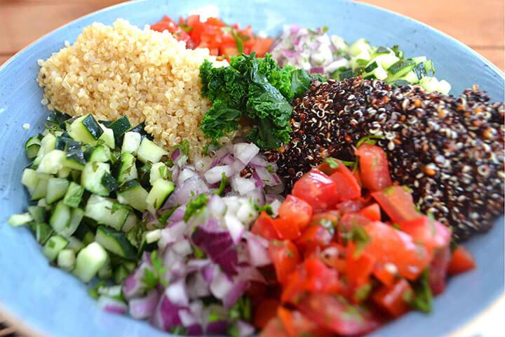 Tabule de quinoa 'Black and White' con verduras en crudite?. Restaurante Aiyanna, Ibiza