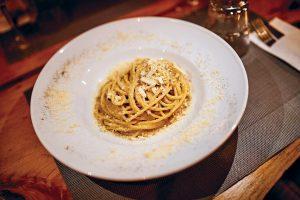 Spaghetti carbonara. Restaurant Cacio e Pepe, Formentera