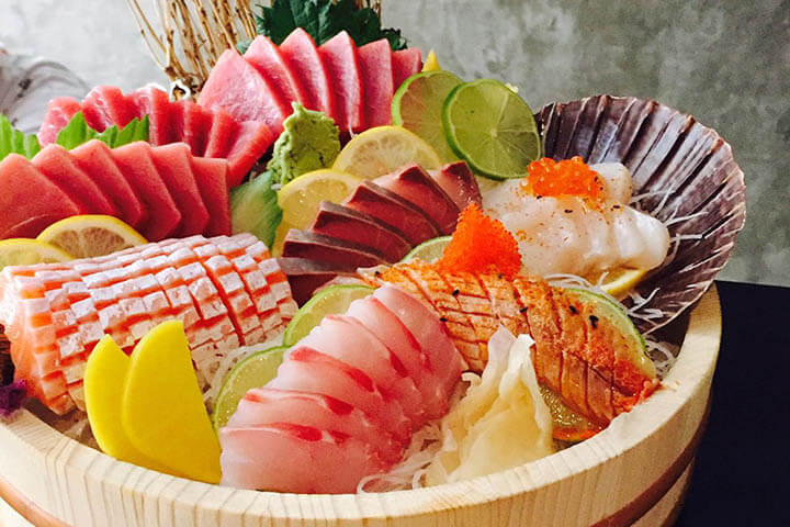 Chirasi. Hikidashi restaurant